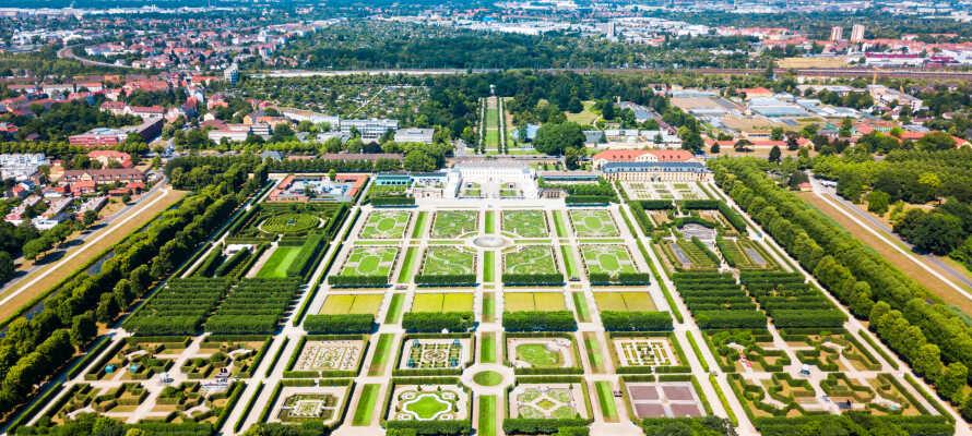 En af byens mest populære seværdigheder er Herrenhausen Gardens, som hører til blandt nogle af Europas mest prominente barokhaver.
