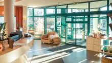 Hotellets innredning lever opp til navnet - nyt den innbydende atmosfæren i lobbyområdet.