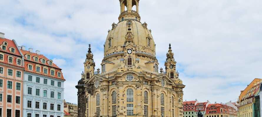 Den vackra kyrkan Frauenkirche ödelagdes år 1945 då den bombades men den återuppbyggdes igen år 2005.