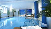Under oppholdet vil du blandt annet få gratis tilgang til det innbydende innendørs bassenget