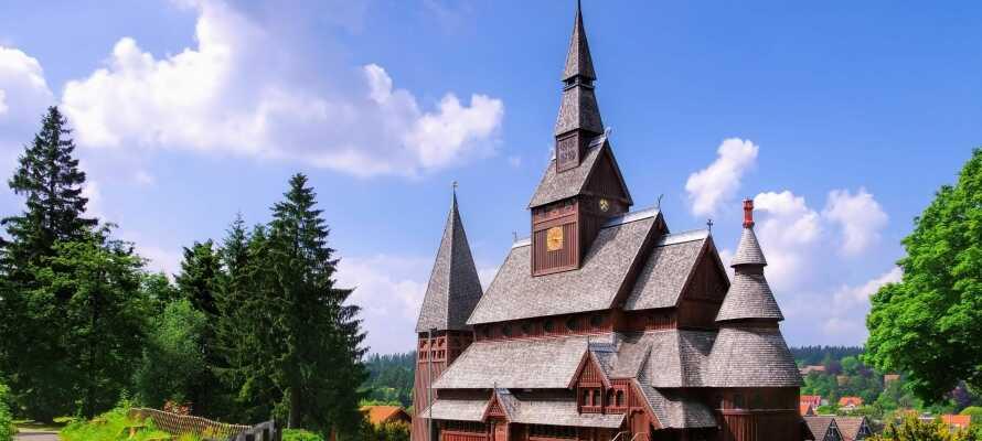 Se den nordisk-inspirerte Gustav-Adolf Stavkirke fra 1908, kun 2 km unna hotellet.