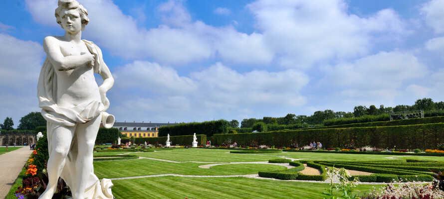 Gå på upptäcktsfärd i det spännande Herrenhausen-distriktet där ni hittar ett vackert slott med tillhörande barockträdgårdar