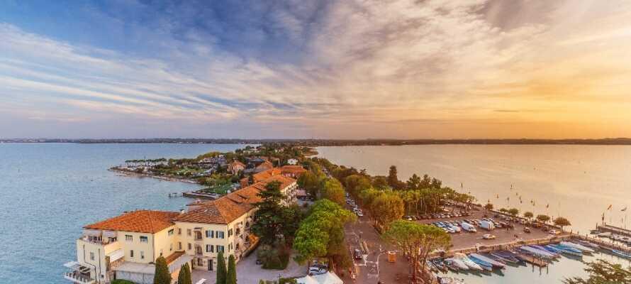 Besøg den smukke by, som ligger i den sydligste ende af Gardasøen.