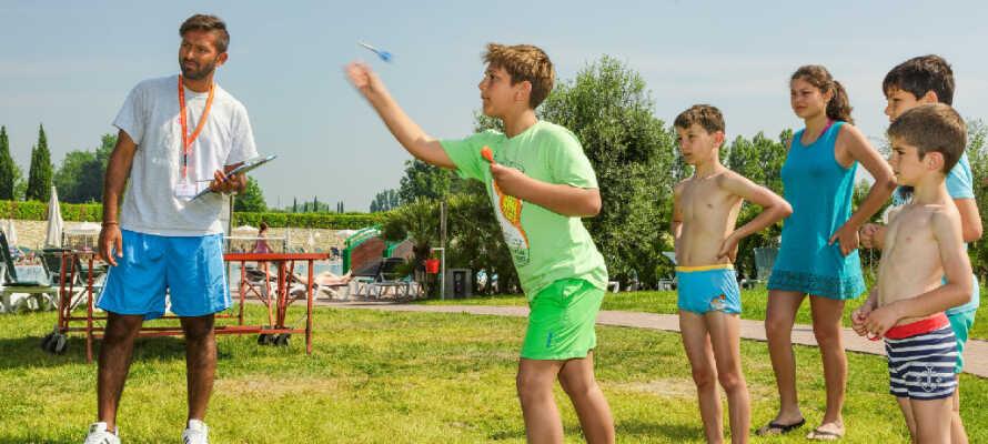 Hotellet er med mange mulige aktiviteter og en juniorklub særdeles velegnet til børn.