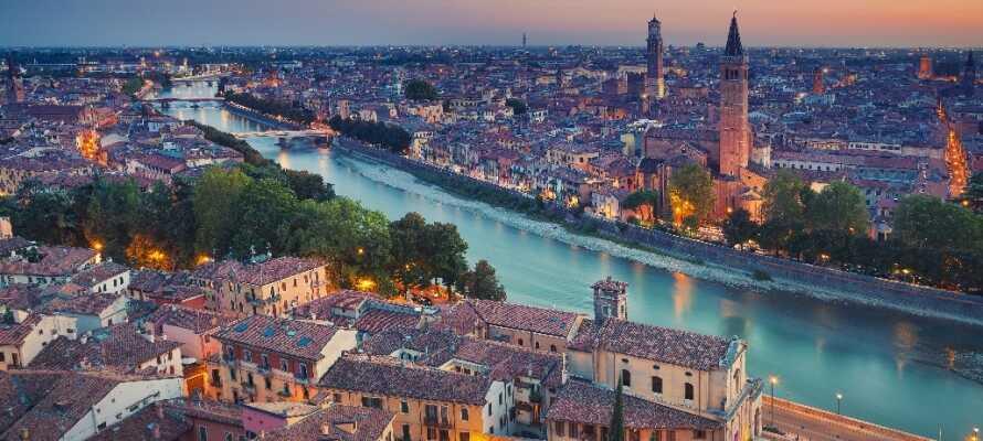 I Verona kan I opleve det kendte amfiteater og Julies hus med den berømte altan.