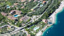 Die schöne Hotelanlage mit dem großen Park