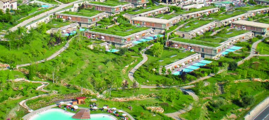 Parc Hotel Germano Suites befindet sich in der Nähe von Bardolino mit wunderschönem Blick auf den Gardasee