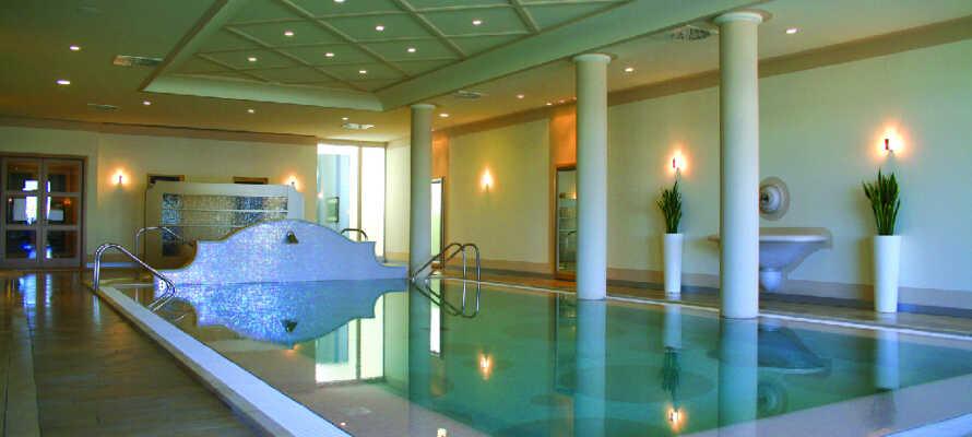 Parc Hotel Germano Suites hat einen schönen Wellnessbereich mit Sauna, Jacuzzi und Pool