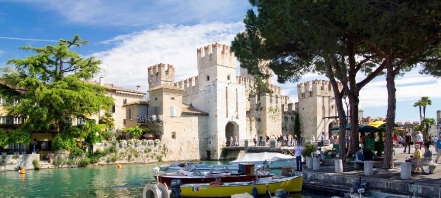 I Sirmione er der meget at se. Gå ikke glip af Scaliger slot, der blev bygget i det 13. århundrede