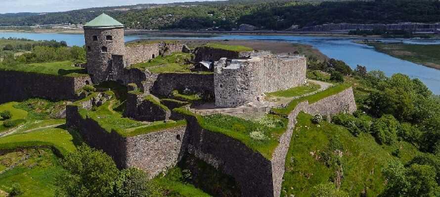 Werfen Sie einen Blick auf die faszinierende, mehr als 700 Jahre alte Festung Bohus, in der es viele Erlebnisse und Aktivitäten gibt.