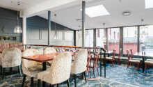 Restauranten byder på morgenmad og aftensmad, samt eftermiddags kaffe og kage.