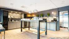 Hotellets restaurant byder på skøn morgenmad og et oplagt sted at starte dagen.